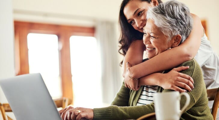 Mother and daughter investing online