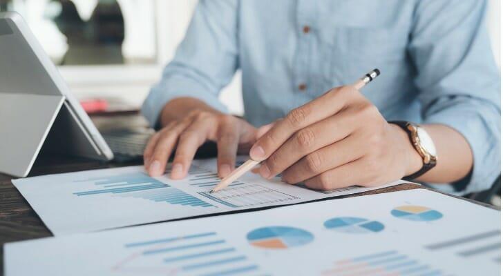 Investor analyzes Level 2 market data