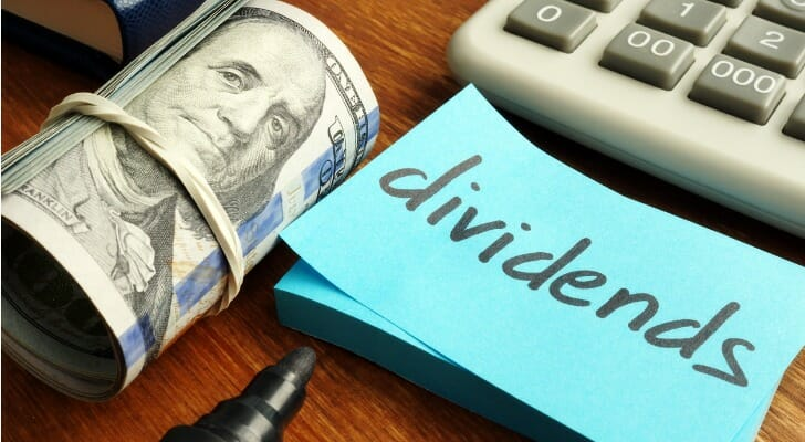 """""""dividend"""" written on a Post-It note"""