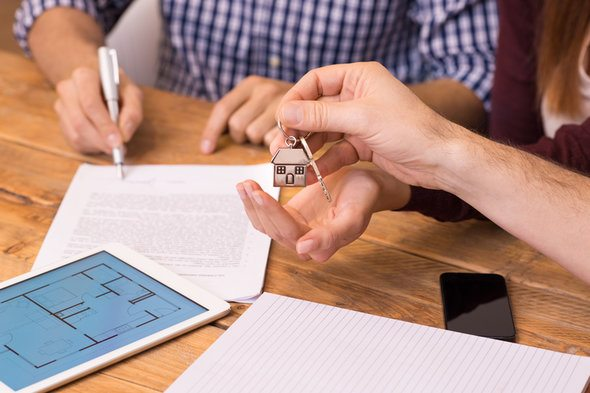 Pros and Cons of Buying a House on Contract - SmartAsset