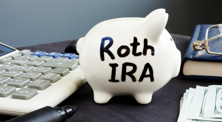 403(b) vs. Roth IRA