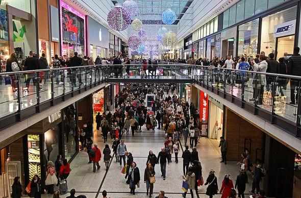 Pros and Cons of Retail Credit Cards for Holiday Shopping