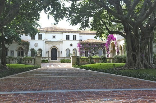 The Cities with the Most Mansions