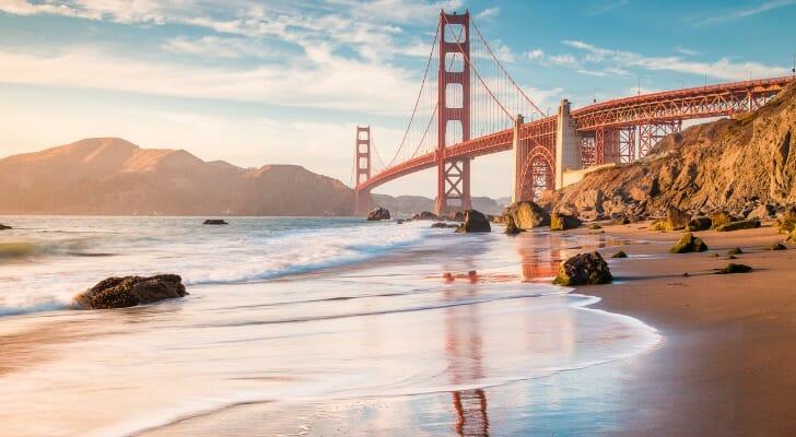 golden-gate-bridge-at-sunset-san-francisco-california-usa-picture-id921956634.jpg (728×400)