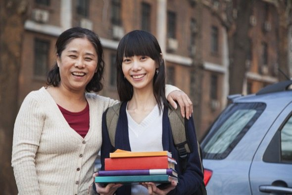Top 5 Tips for Lowering Costs During the College Search
