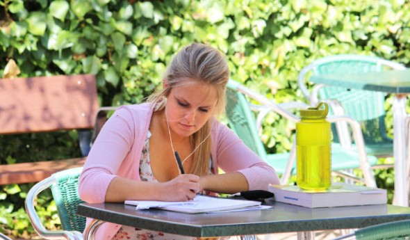 10 Practical Ways to Save Money on College Expenses