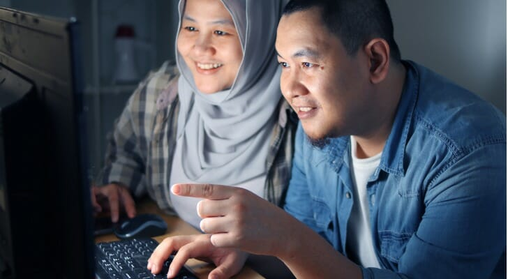 Muslim couple on their discount brokerage account