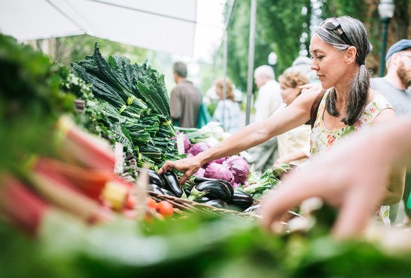 7 Tips for Shopping at Farmers' Markets