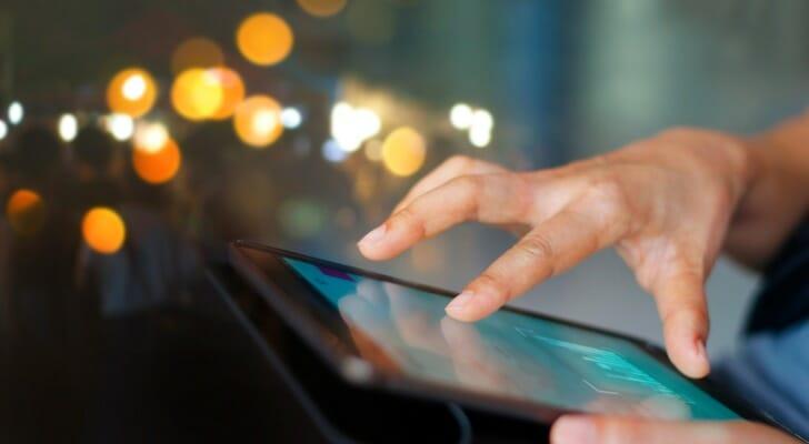 Woman uses her Robinhood app to make trades