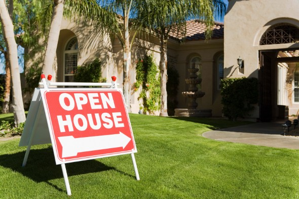 How to Attract Buyers at an Open House