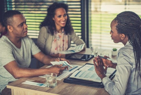 what do financial advisors do