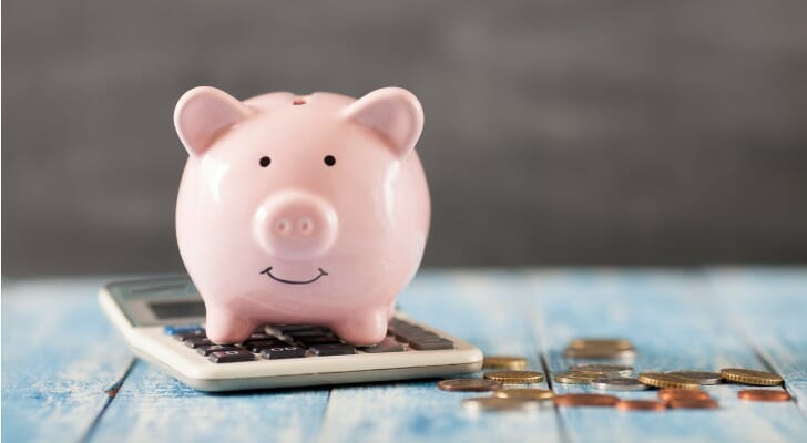 What's the difference between fixed expenses and variable expenses?