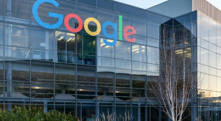 srcset=https://dr5dymrsxhdzh.cloudfront.net/blog/images/a9fb96814/2019/12/google-sign-on-the-building-at-googles-headquarters-in-silicon-valley-picture-id1002179114.jpg