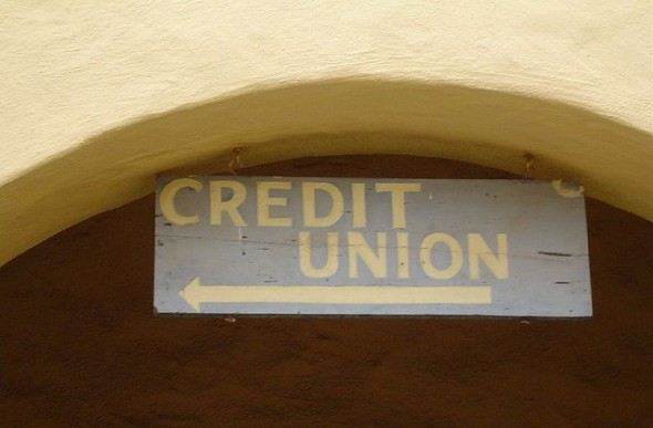 Sign that says credit union - 4 Reasons to Make the Switch to a Credit Union