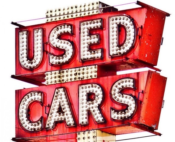 Sign for used cars - when it's best to buy secondhand