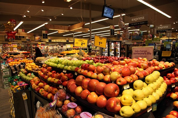 Supermarket display of fruit - Top 10 Ways You Overspend at the Supermarket