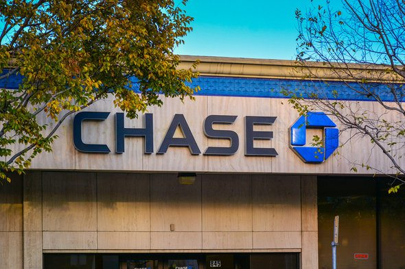Chase vs  Bank of America: Which Is Right for You? - SmartAsset